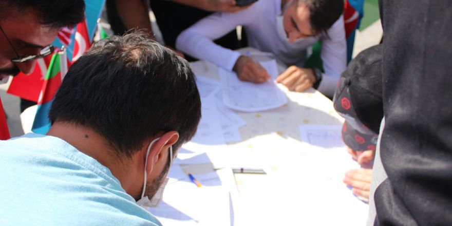 Binlercesi Azerbaycan'a gönüllü asker olmak için sıraya girdi