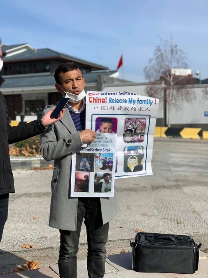 Çin Büyükelçiliğinde Uygur Türkleri Aile Nöbeti Tutmaya Başladı 1