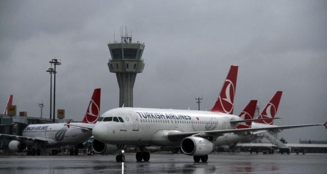 Olumsuz hava koşulları uçak seferlerini engelledi