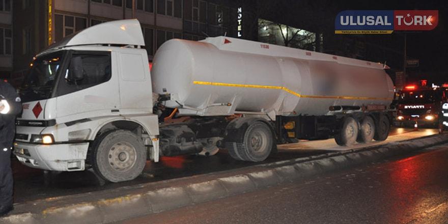Freni boşalan yakıt tankeri korkuttu