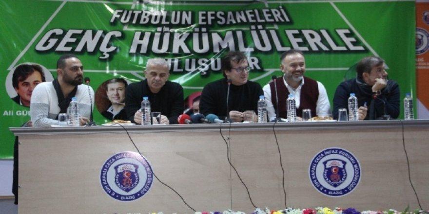 Futbolun efsaneleri hükümlü gençlerle buluştu