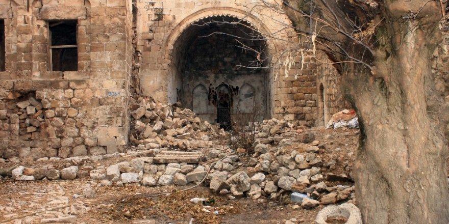 900 yıllık tarihi medrese bakımsızlıktan çöktü