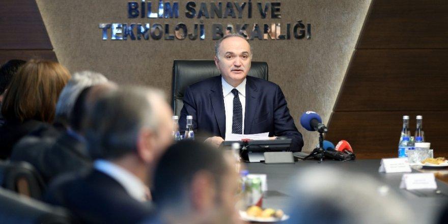 Bakan Özlü Yeni Sanayi Devrimi hakkında konuştu