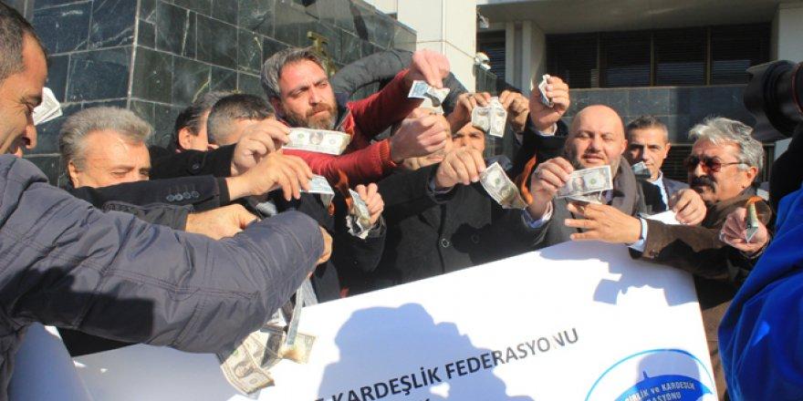 Erdoğan'ın 'dolar bozdurun' çağrısına destek için dolar yaktılar