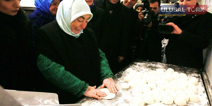 Başbakan'ın eşi mobil fırında ekmek yaptı