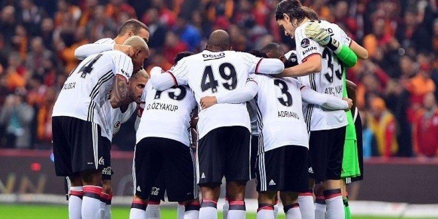 Siyah  beyazlı ekip UEFA Avrupa Ligi'nde Olympiakos deplasmanında