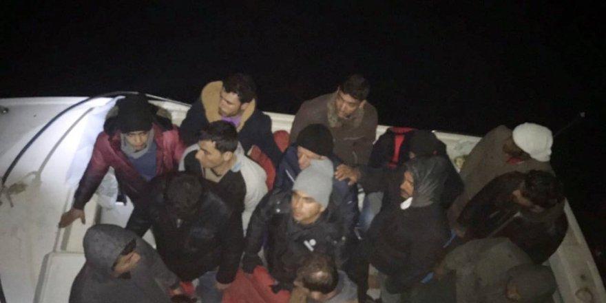 Akdeniz açıklarında göçmen botu yakalandı.