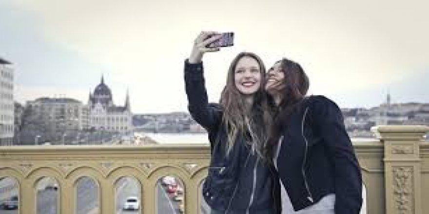 275 TL'ye profesyonel selfie arkadaşı hizmeti sunulacak