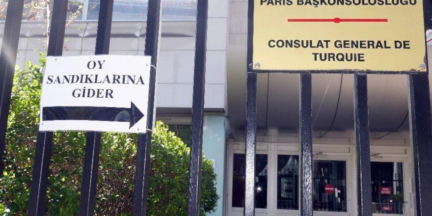 Fransa'da Türk seçmenler için sandıklar kuruldu