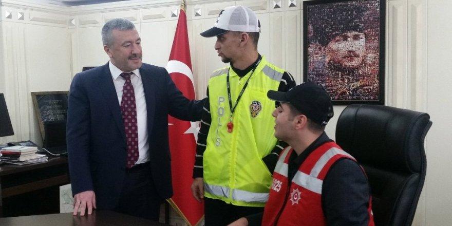 İstanbul Emniyet Müdürü engelli öğrencileri ağırladı