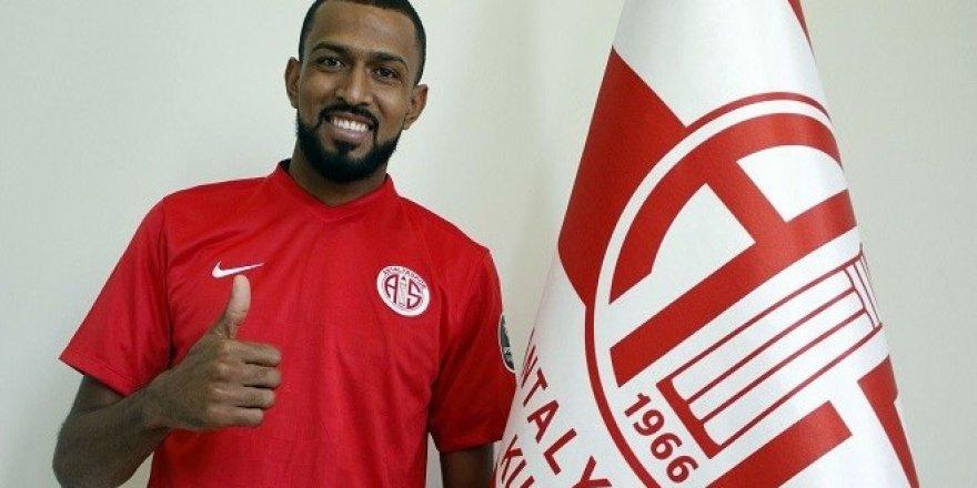 Maicon Antalyaspor ile 3 Yıllık Sözleşmeye İmza Attı