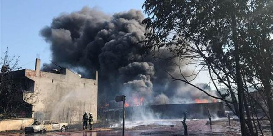 Bursa'da bir boya fabrikasında yangın çıktı, evler boşaltılıyor!