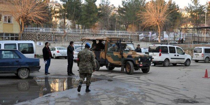 Manisa'da cinnet geçiren asker uyuyan üç eri şehit etti