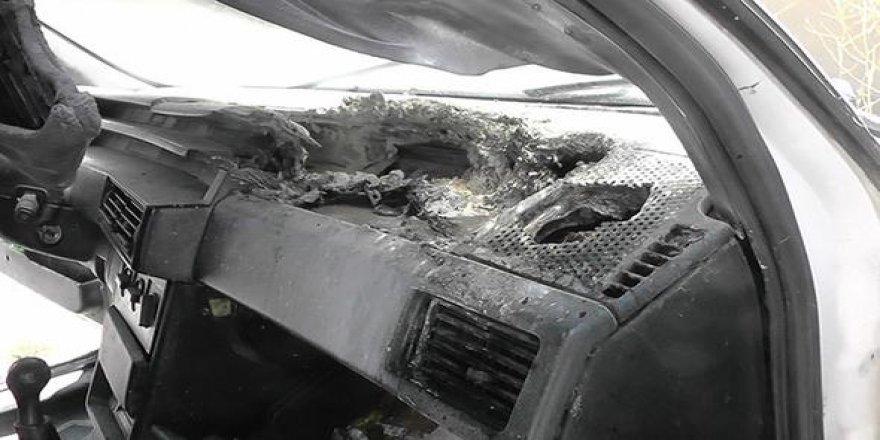 Cep telefonu arabada patladı, yangın çıktı!