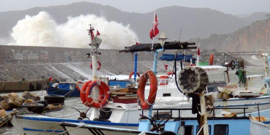 Antalya'da fırtına