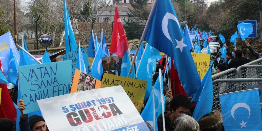 """Çin konsolosluğu önünde  """"Gulca Katliamı"""" protesto edildi"""
