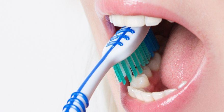 Diş fırçaları hangi sıklıkta yenilenmeli ?