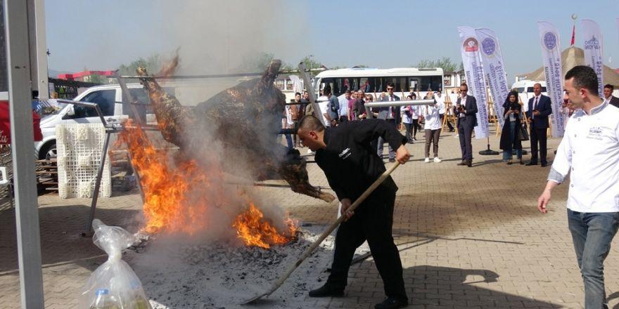 200 kiloluk dana çevirme alev alev yandı