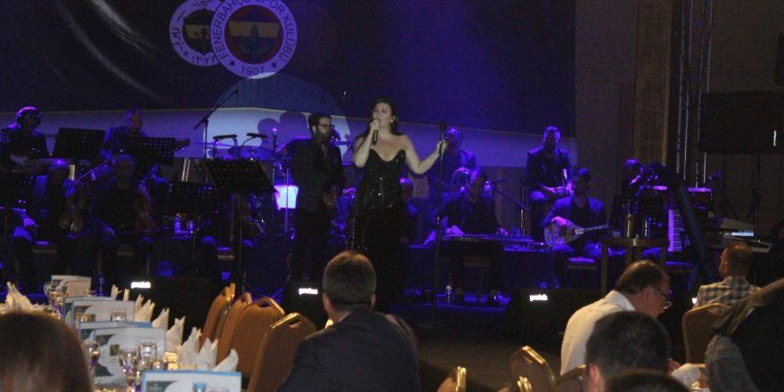 Sibel Can, Fenerbahçeliler Derneği Etkinliğinde Sahne Aldı