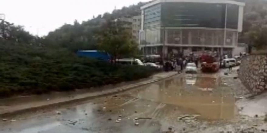Ankara'da Sel Arabaları Sürükledi