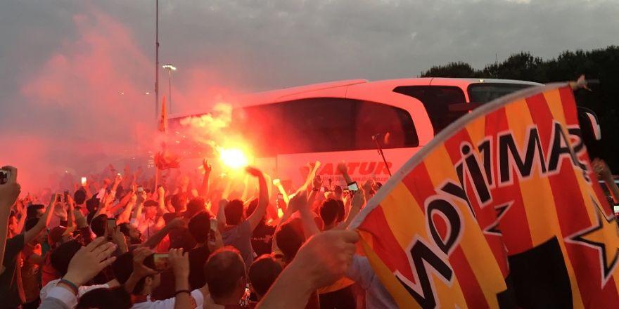 Galatasaray İzmir'de Coşkuyla Karşılandı