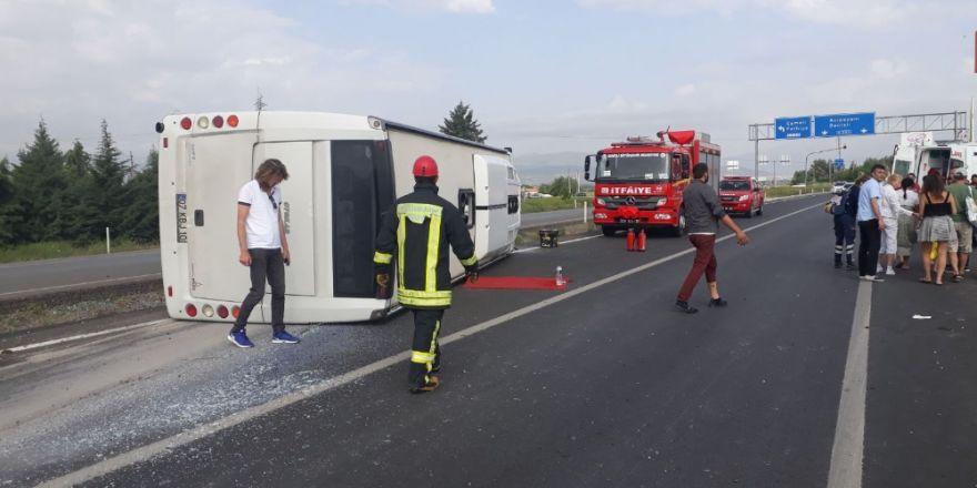 Turistleri Taşıyan Otobüs Devrildi: 17 Yaralı