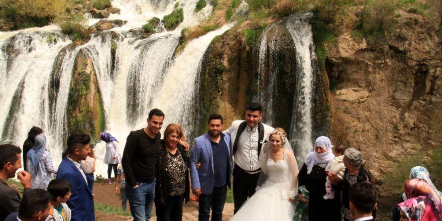 Muradiye Şelalesi'nde İlkbahar Coşkusu