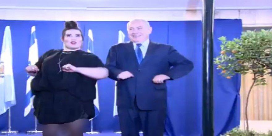 Benyamin Netanyahu katliamının üstüne tavuk dansı yaptı