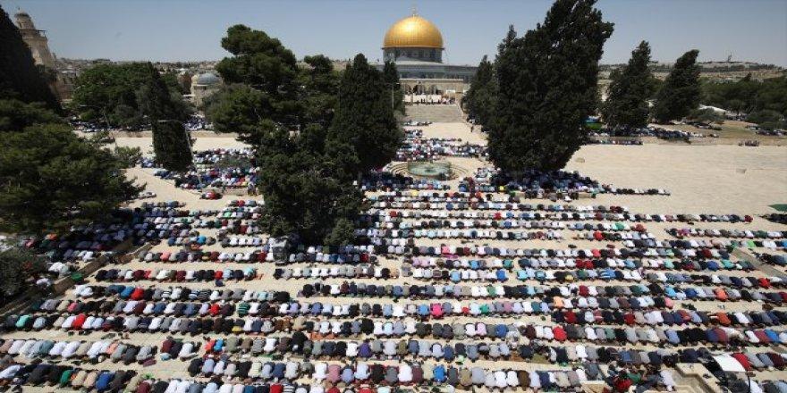 Kudüs'ün sahipleri Ramazan'ın ilk Cumasını kıldı