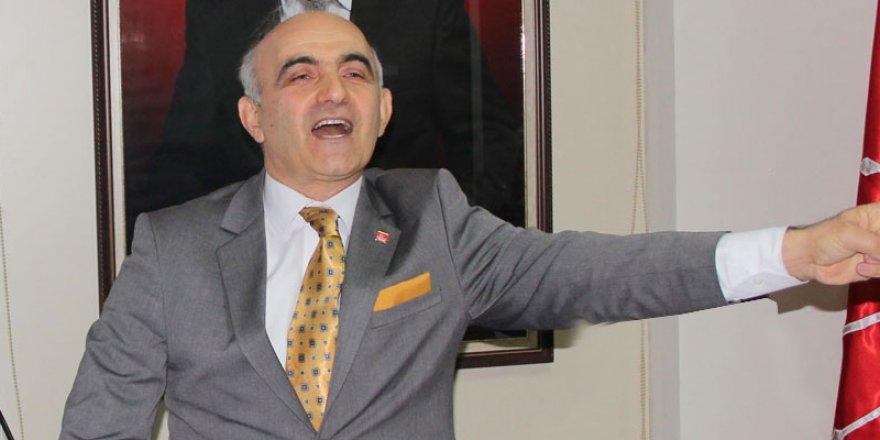 Adaylık sırasını beğenmeyen CHP'li istifa etti.Pişman olunca ortaya kaldı