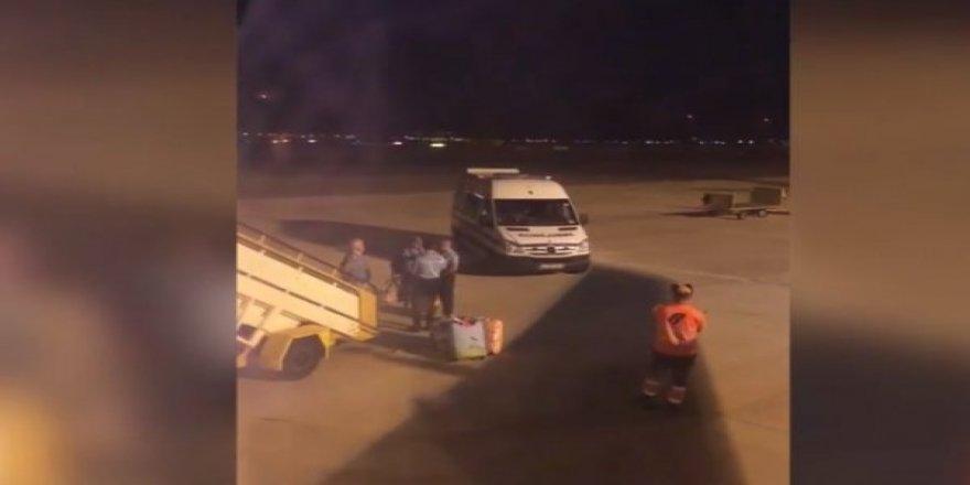 Uçak'ta aylardır yıkanmayan yolcu yüzünden pilot acil iniş yaptı