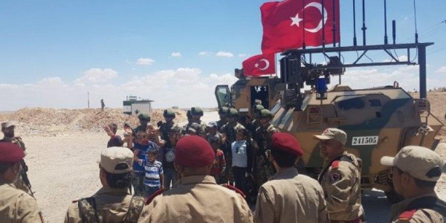 Vefalı Türk Geldi Münbiç'te çocuklar karşıladı