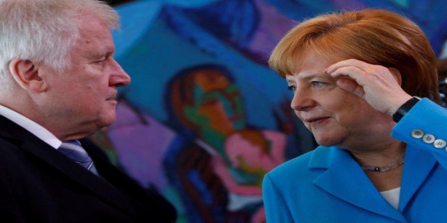 Merkel için iktidar ortakları 2 hafta mühlet verdi
