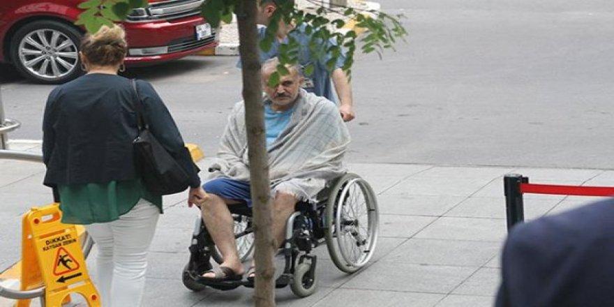 Şarkıcı Safiye Soyman'ın eşi Faik Öztürk tekerlekli sandalyede