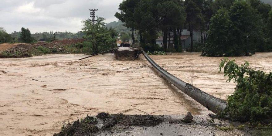 Sel felaketi sonrası Doğu Karadeniz'e büyük araç geçişi yasaklandı