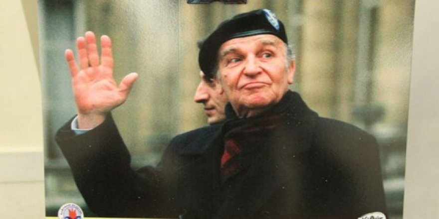 Bosna-Hersek'in ilk cumhurbaşkanı Aliya İzzetbegoviç'in vefatının yıldönümü