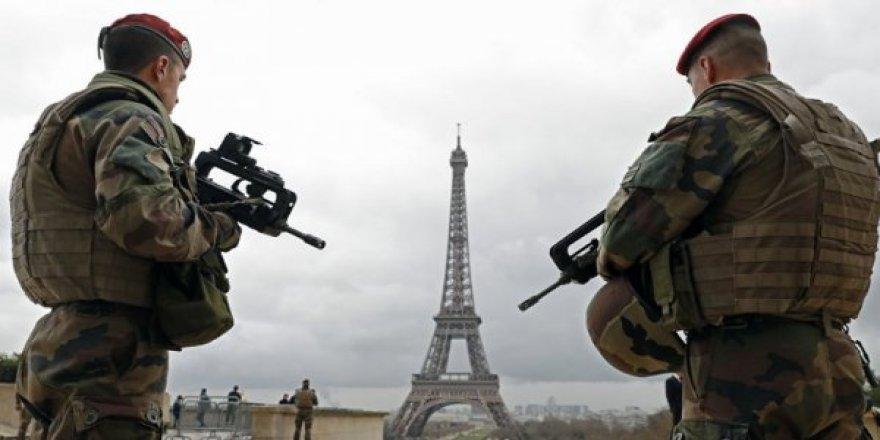 Fransa'da Asker sokağa iniyor