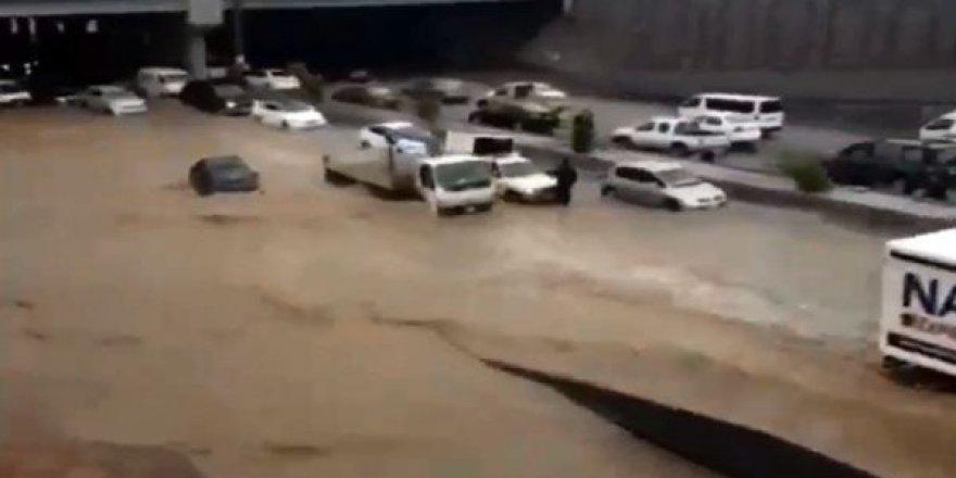 Kutsal belde Medine şehri sular altında kaldı