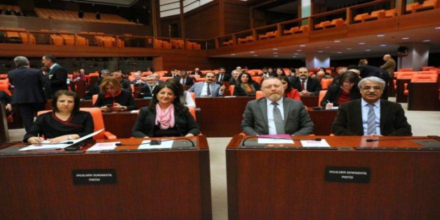 CHP'nin emanet oylarıyla Meclis'e giren HDP'liler terörist Abdullah Öcalan için nöbette