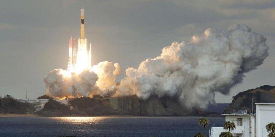 Suudi Arabistan ilk iletişim uydusunu uzaya gönderdi.