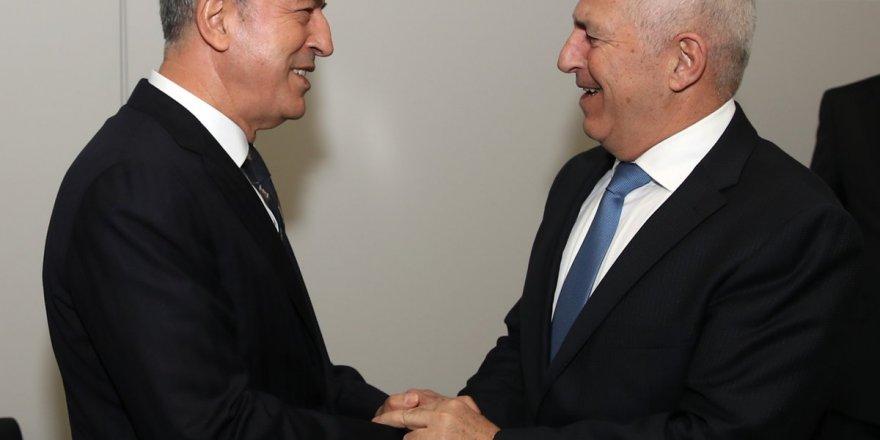Milli Savunma Bakanı Hulusi Akar, Yunanistan Savunma Bakanı Evangelos Apostolakis ile bir araya geldi