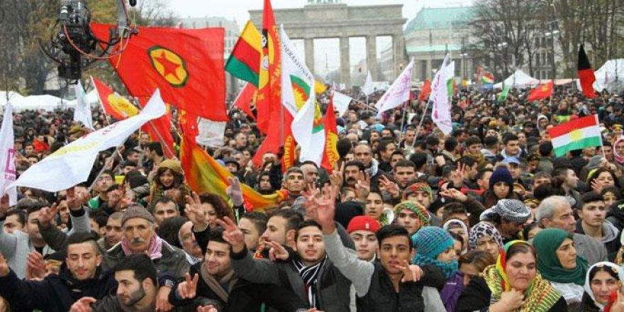 PKK'lıları kucak açan Almanya,Türkiye'yi dünya barışını tehdit eden listeye yazdı.