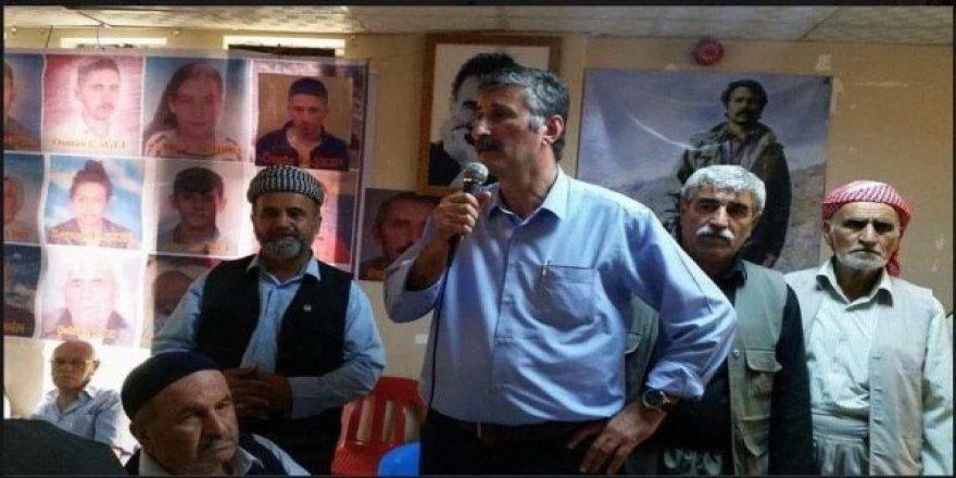 Terörist başı Öcalan'ın önünde konuşma yapan CHP'li Alper Taş'ın görüntüleri ortaya çıktı