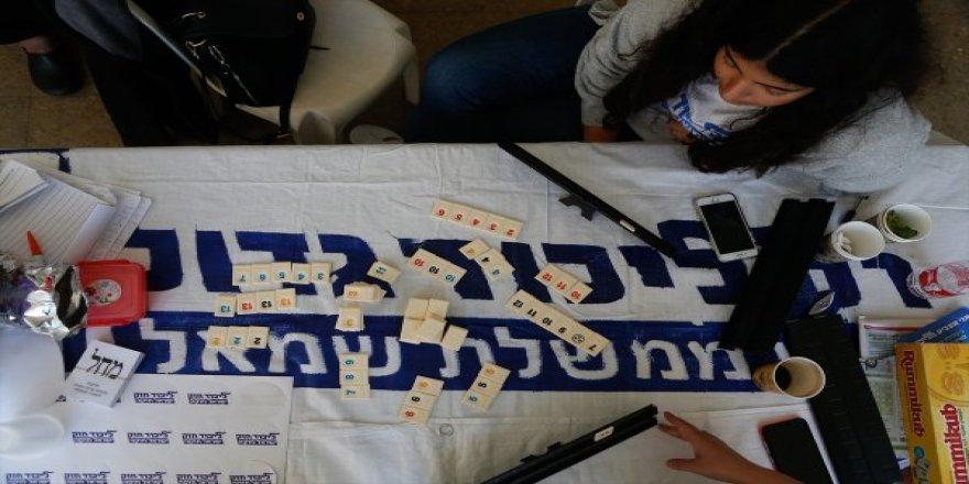 İsrail'de seçimde sandığa giden yok,müşahitler okey oynuyor