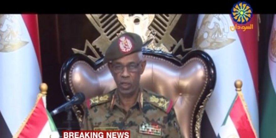 Sudan Devlet Başkanı Ömer Beşir'in en yakınındaki general darbe yaptı