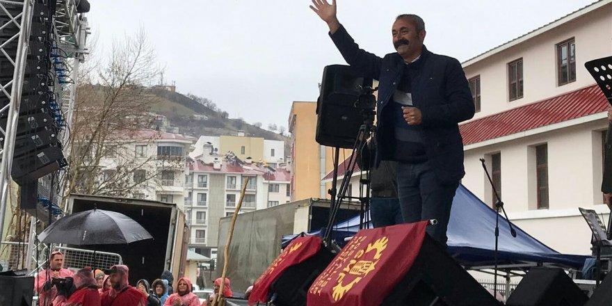 """Komünist Belediye Başkanı Fatih Mehmet Maçoğlu """"PKK"""" diyemedi"""