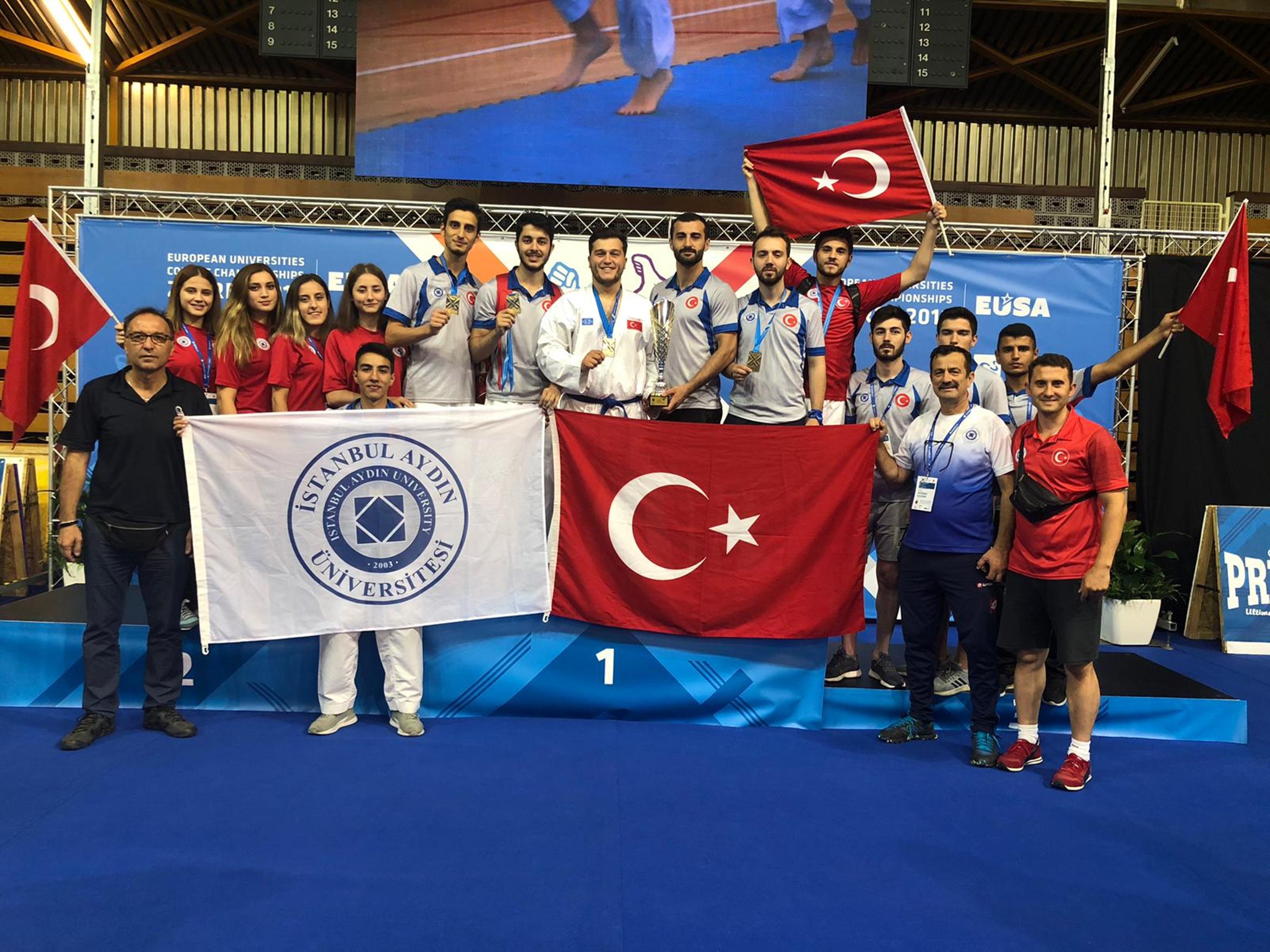 İstanbul Aydın Üniversitesi Karate Erkek Takımı Avrupa 3'üncüsü oldu