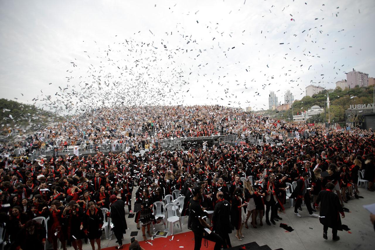 Nişantaşı Üniversitesi 2018-2019 akademik yılı mezuniyet töreni büyük bir coşkuyla kutlandı.