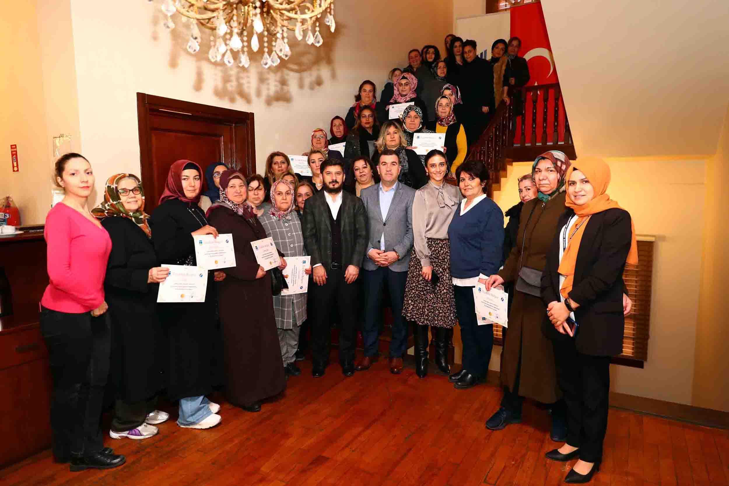 Bağcılar'da işlerini büyüten 40 kadın girişimciye başarı sertifikası verildi