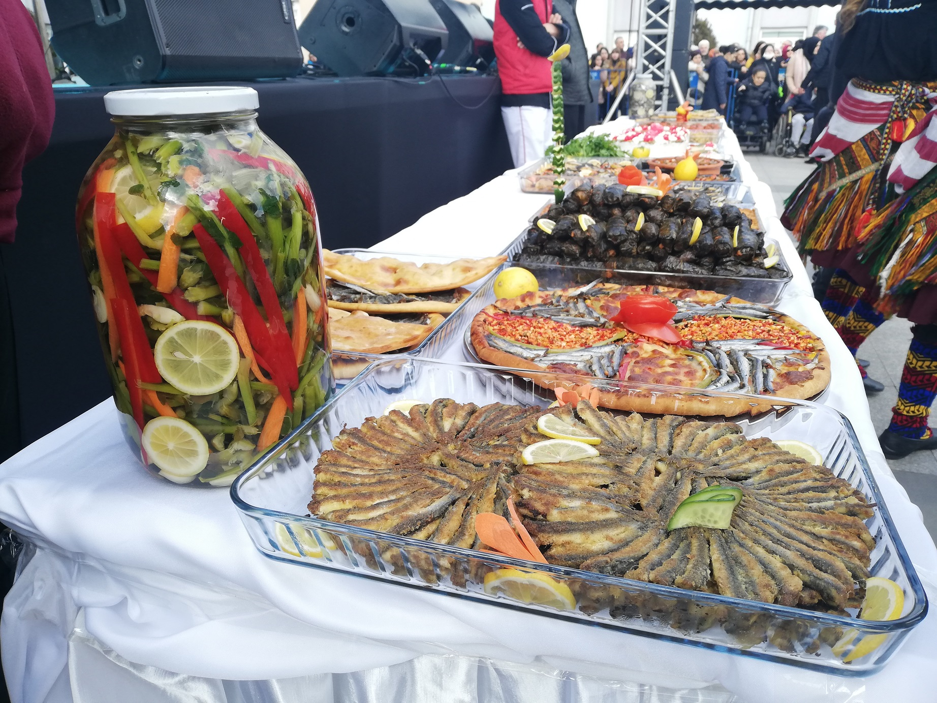Bahçelievler'de ilk kez düzenlenen Hamsi Festivali'nde 3 ton balık tüketildi